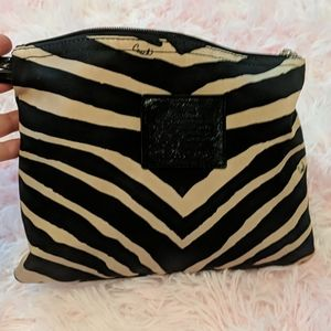 Cute little purse I don't think it's authentic.